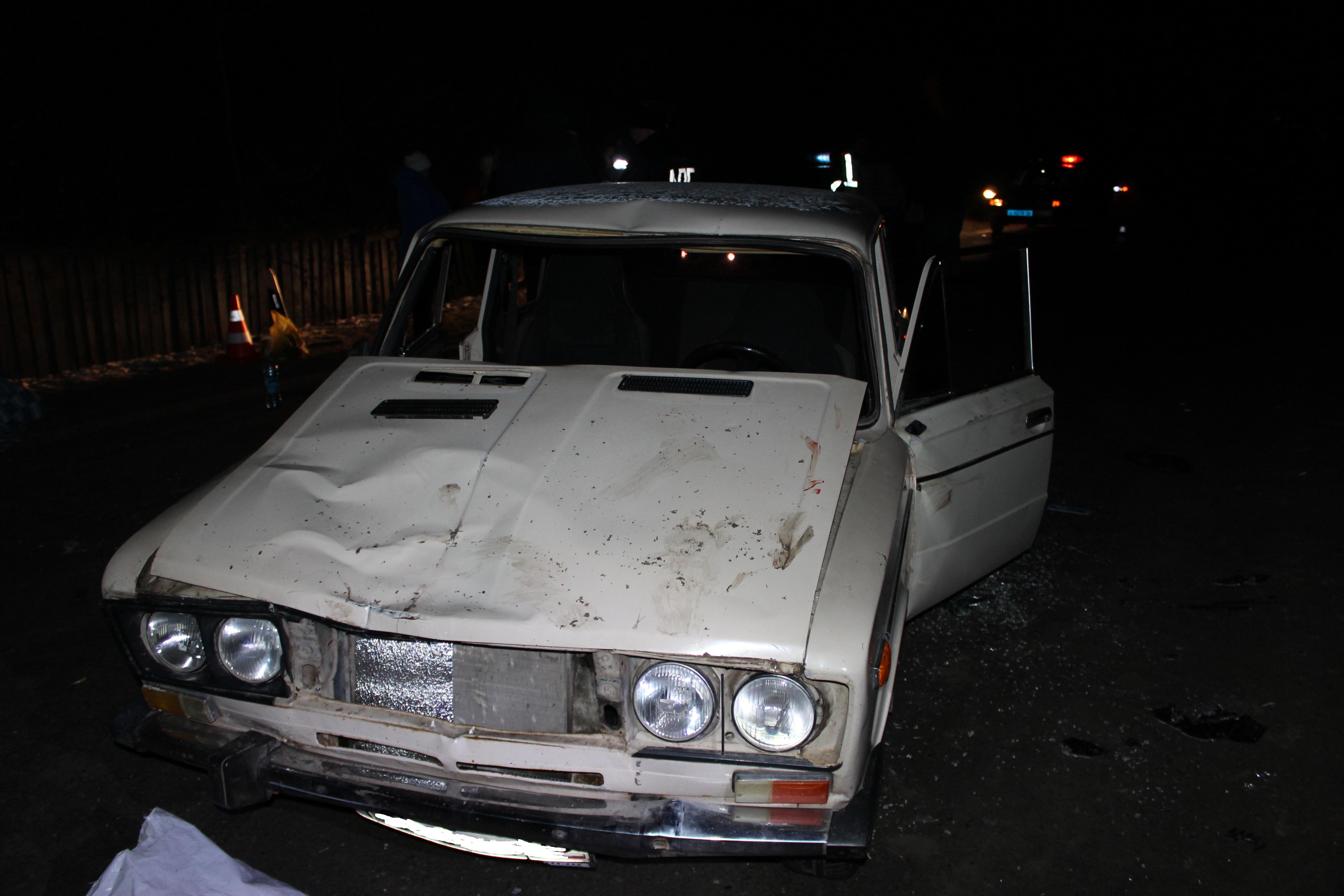 Ночью в селе Петрокаменское ВАЗ сбил трех пешеходов