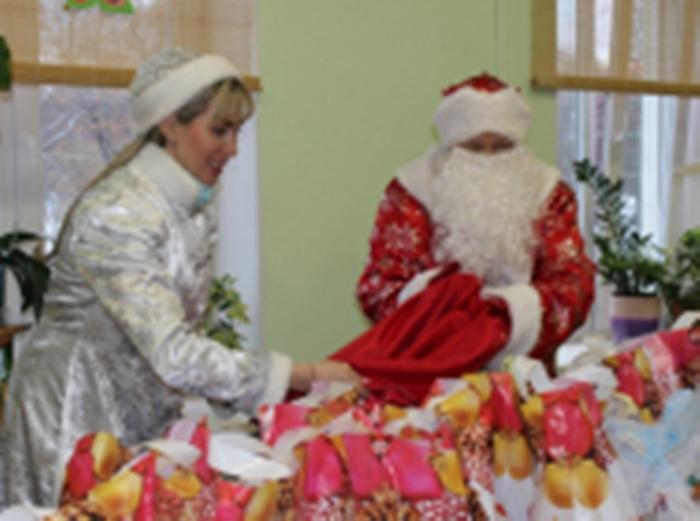 Пожилых людей из отдалённых населенных пунктов поздравил «Полицейский Дед Мороз» Нижнего Тагила