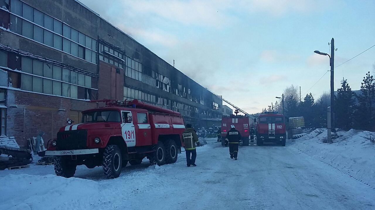 На Урале горит цех по производству эпоксидной смолы