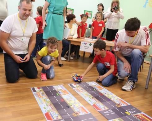 В 2017 году ЕВРАЗ направил два миллиона рублей на приобретение конструкторов для детских садов Нижнего Тагила