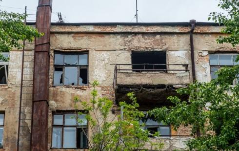В Екатеринбурге на Чапаева снесут заброшенное здание