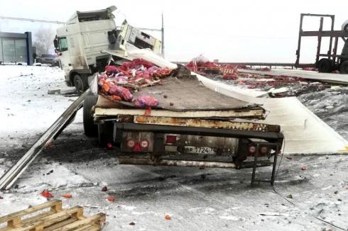 При столкновении двух фур в Курганской области погиб молодой дальнобойщик. Возбуждено уголовное дело