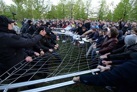 Нанесённый во время протестов в Екатеринбурге ущерб забору вокруг стройки храма оценили почти в 1 млн рублей