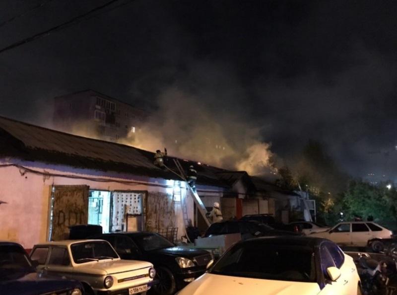 Ночью в Екатеринбурге горел автосервис