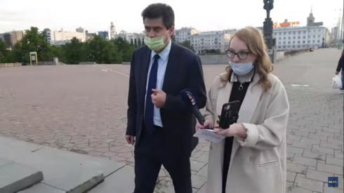 Глава Екатеринбурга прошел по городу с голым носом